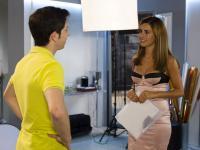 Beatriz tenta sacar informações a Ricardo